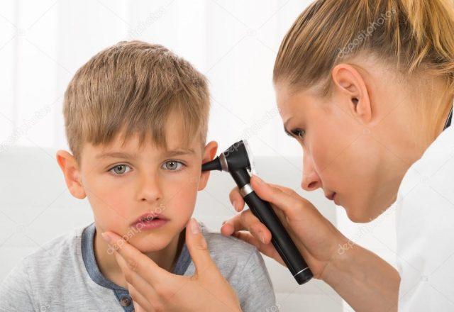 depositphotos_115963650-stock-photo-doctor-examining-boys-ear